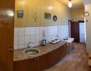 №12 кухня. 1й этаж в здании напротив