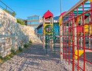 Детская площадка в 30 метрах от гостиницы