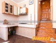 Кухня, по ступенькам - холл, комнаты
