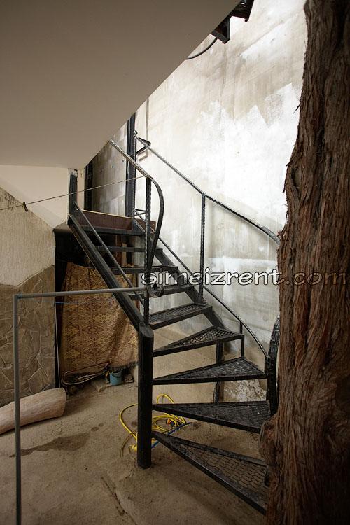 Лестница на 2й этаж к номерам 8 и 9