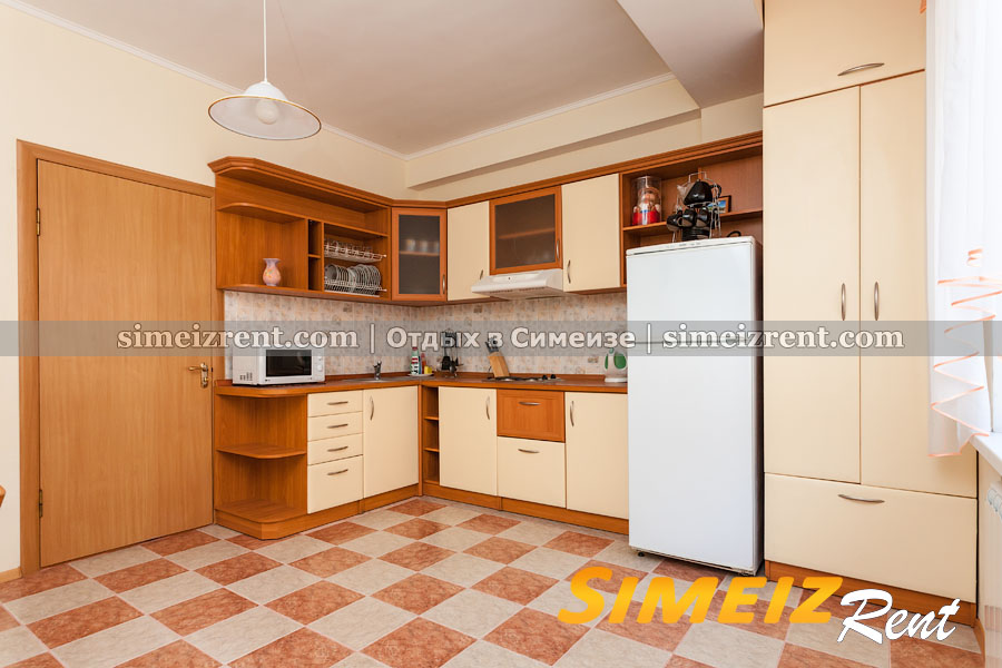 Кухня с выходом на внутреннюю площадку (1-й этаж)