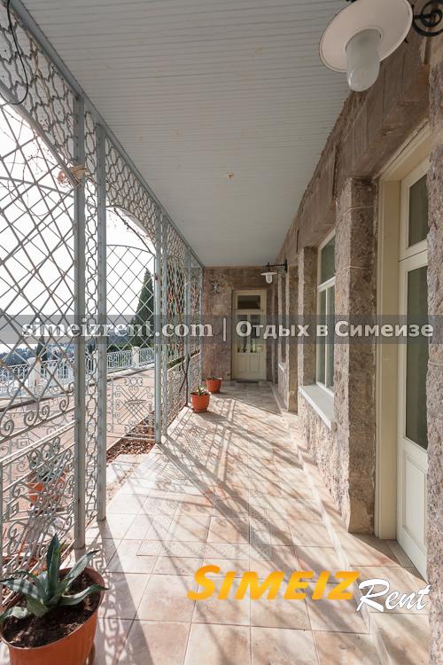 Терраса 1-й этаж. Вход в кухню, с/у, каминную и западную половину.
