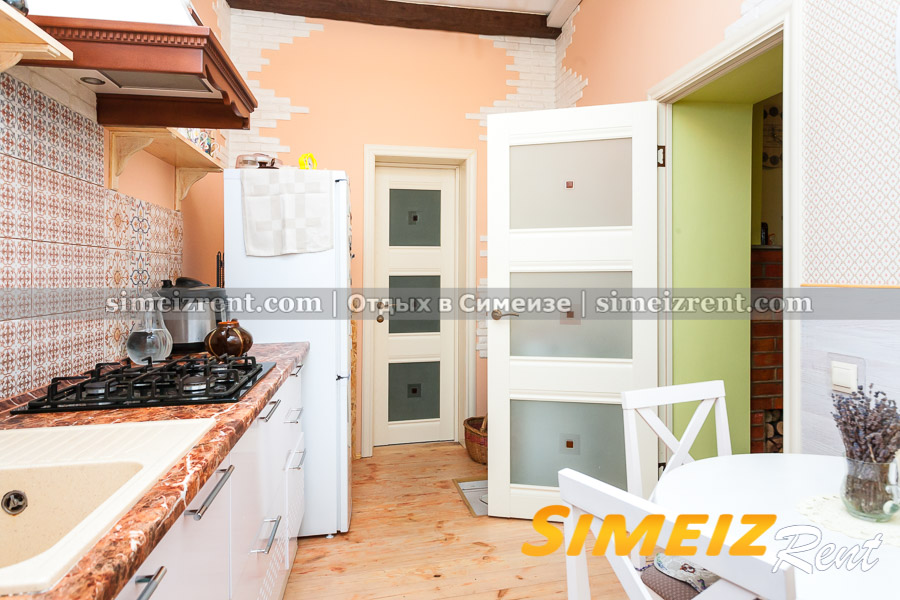Кухня (направо - комната 2, прямо - санузел)