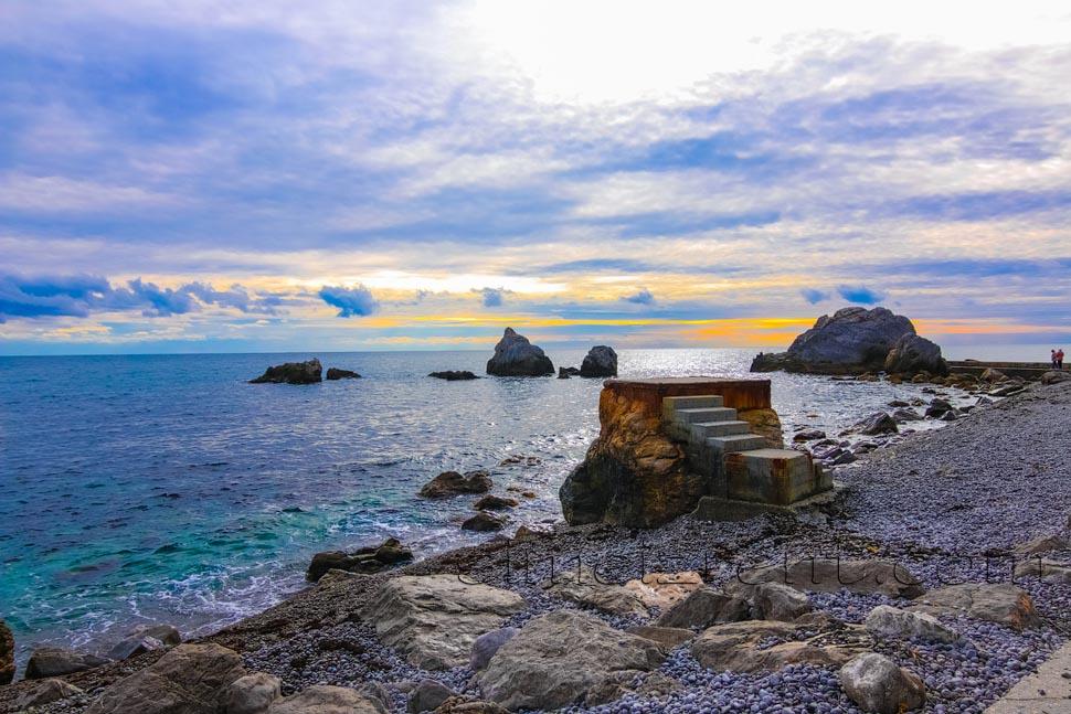 Крым, Симеиз, пляж Башмак, Норышкинские скалы