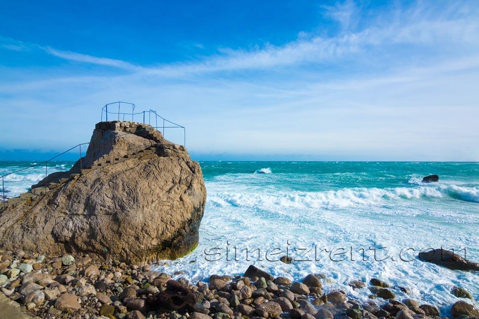 Крым, Симеиз, пляж Семашко возле гостиницы Ассоль
