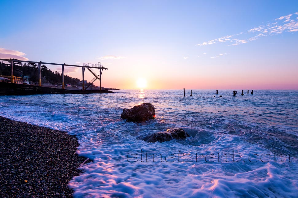 Крым, Симеиз, рассвет на городском пляже, под Дивой