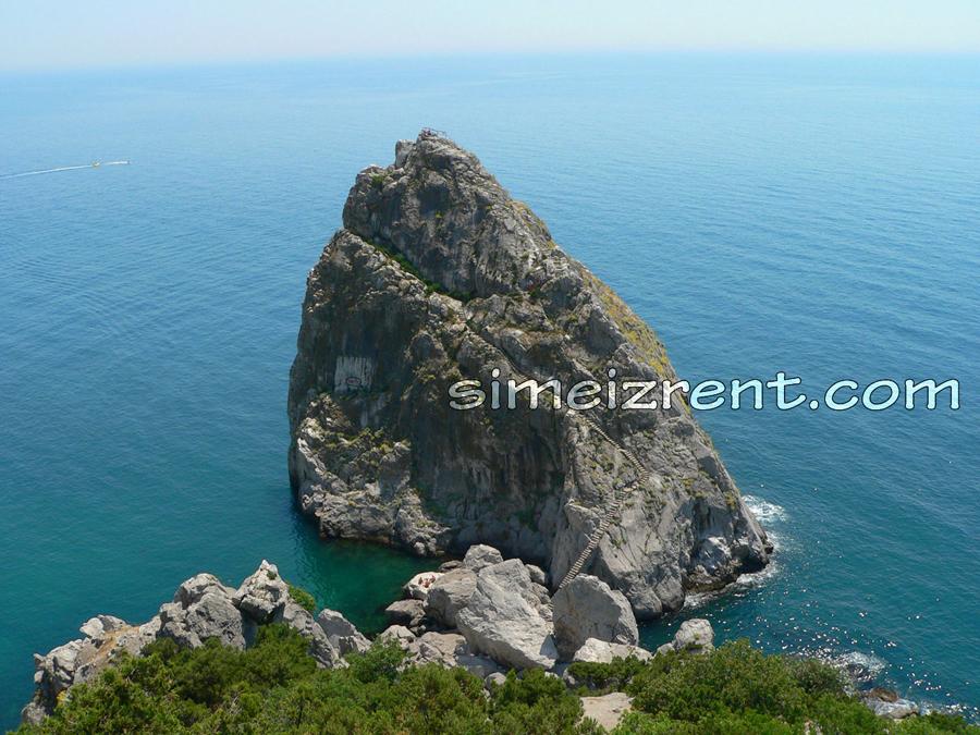 Крым, Симеиз, вид на скалу Дива с Панеа